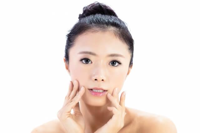 女性の顔アップ画像