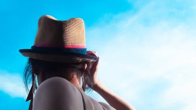 紫外線を気にする女性イメージ画像